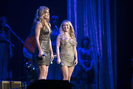 Rayna and Juliette perform together (abc.com).