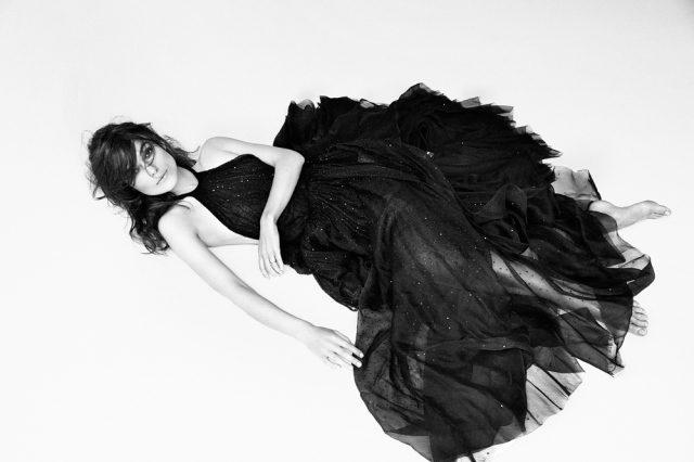 Keira Knightley takes a stand in favor of natural beauty (interview magazine.com).