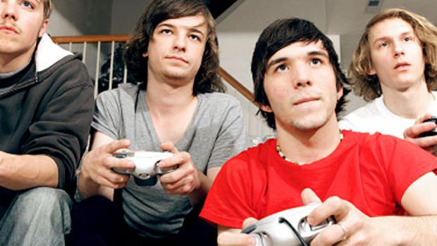 Men-Playing-Video-Games