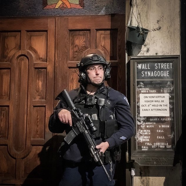 Cop-in-Riot-Gear-Yom-Kippur-2019-in-NYC
